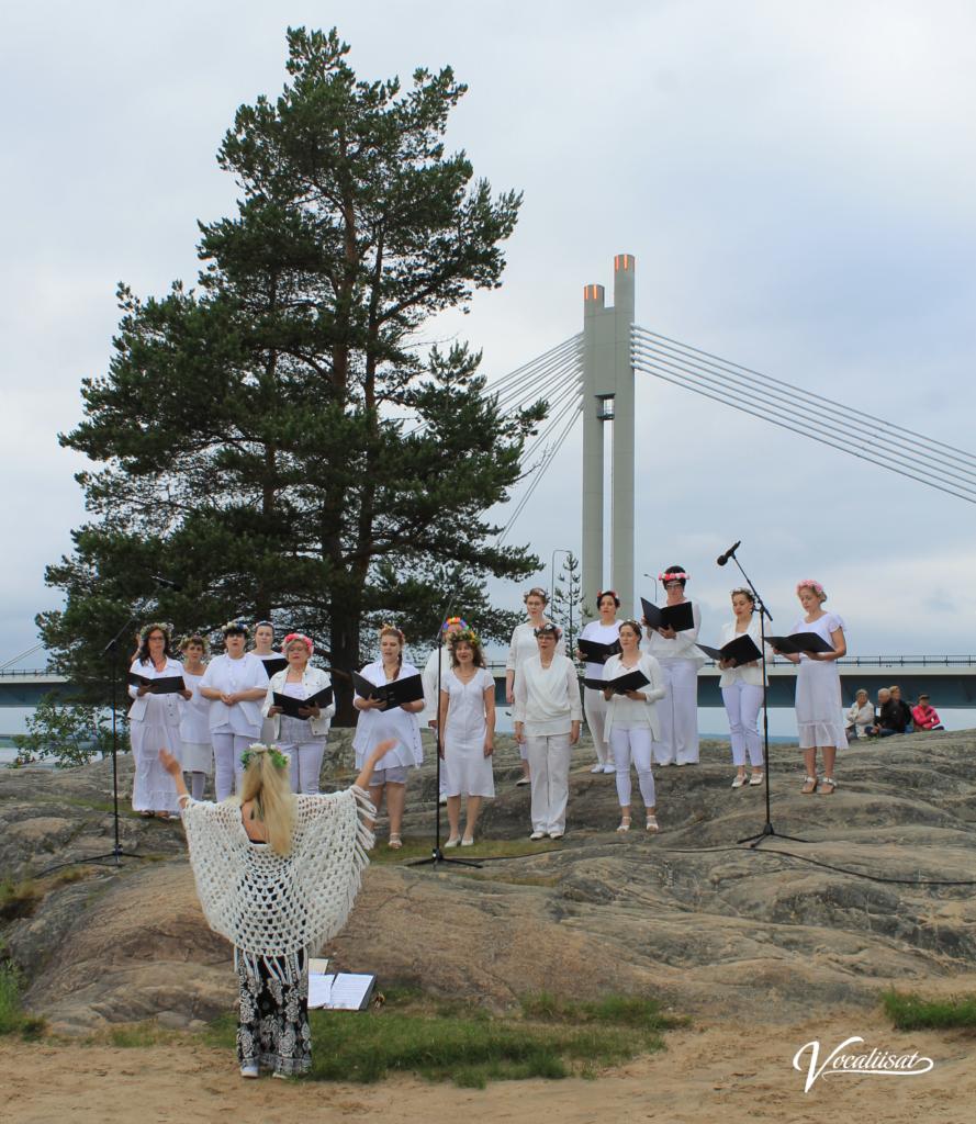 Vocaliisat esiintyi Rovaniemen kaupungin koko perheen Juhannusjuhlassa 21.06.2019 Koskipuistossa